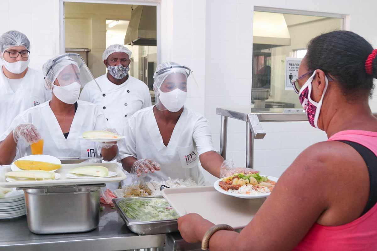 Cozinha Comunit�ria de Itinga volta a servir caf� da manh� e amplia n�mero de almo�os para 250